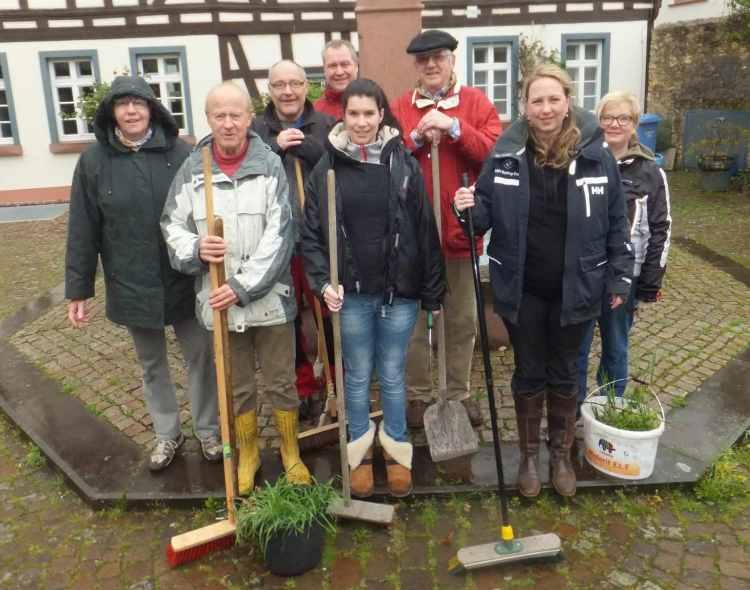Das beigefügte Foto zeigt die Grünpaten der Wickerer CDU mit Ortsvorsteher
