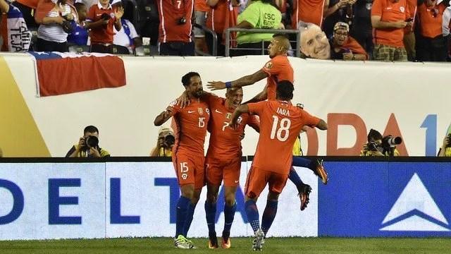 O Chile, campeão da Copa América realizada em seu próprio território em 2015, mostrou que pode chegar ao bicampeonato do torneio - Foto: GE