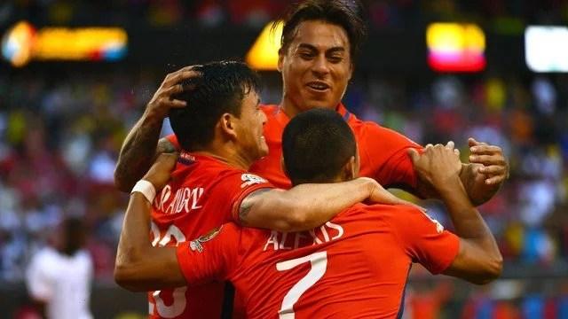 De começo irregular, o Chile cresceu na competição e vai ser páreo duro para a seleção argentina, que venceu todos os seus jogos na competição. - Foto: GE