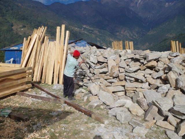 Nunthala: preparazione delle pietre da costruzione