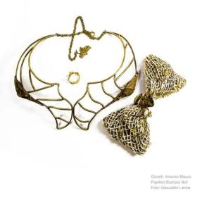 """Parure """"Semen vitae"""": papillon, anello e collana, uno degli elementi della linea """"Triade Mediterranea""""."""