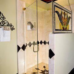 Cedar House Inn - Viscaya Room Bath