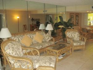 D-207-Living Room
