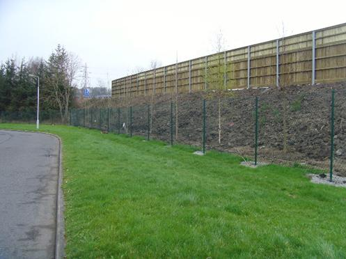 TEMPORARY VISUAL SCREEN AND PLANTING TO REPLACE EXISTING SCREENING OF THE MOTORWAY (Copyright: Transport Scotland)