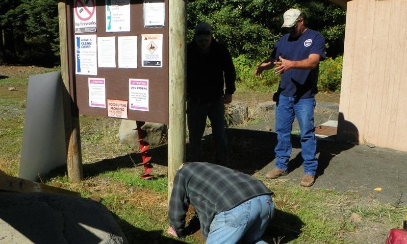 Photos: National Public Lands Day Volunteer Work in Yakima County 2