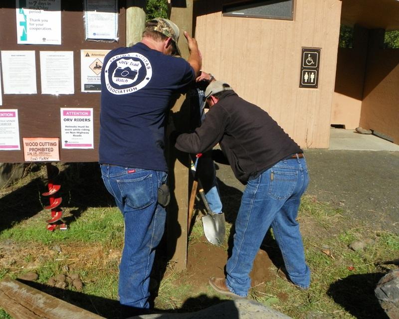 Photos: National Public Lands Day Volunteer Work in Yakima County 9
