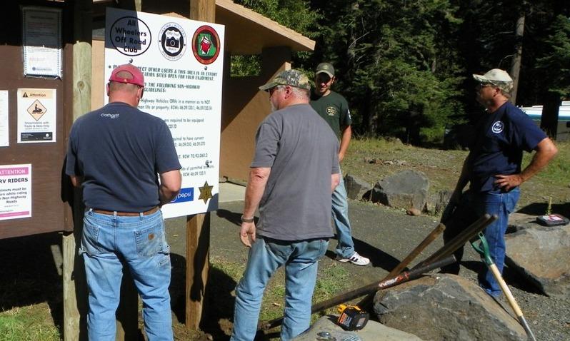 Photos: National Public Lands Day Volunteer Work in Yakima County 17