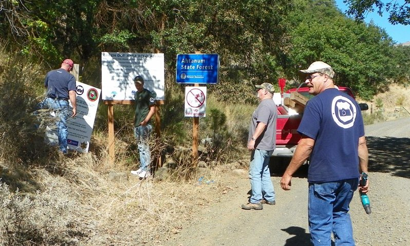 Photos: National Public Lands Day Volunteer Work in Yakima County 21