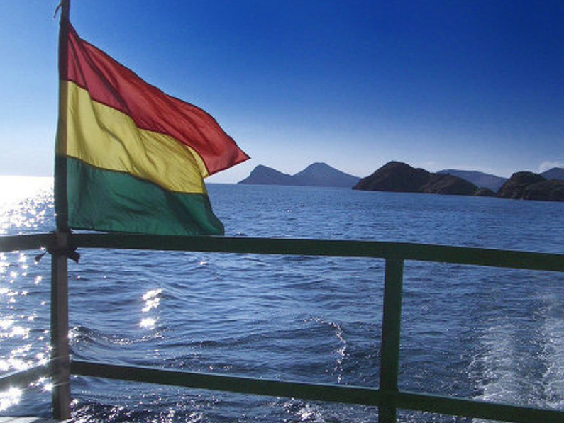 """…Un mar, un mar azul para Bolivia…"" (por Shirley Ampuero)"