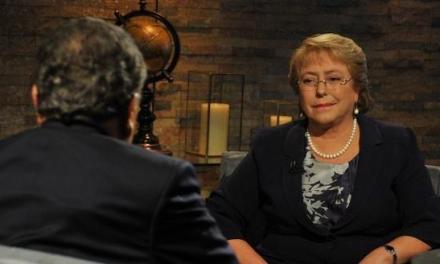 Michelle Bachelet pide la renuncia a todo su gabinete de ministros