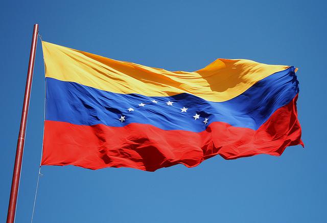 ¿Hay o no hay botellas de agua en Venezuela? (por Alfredo Serrano Mancilla)