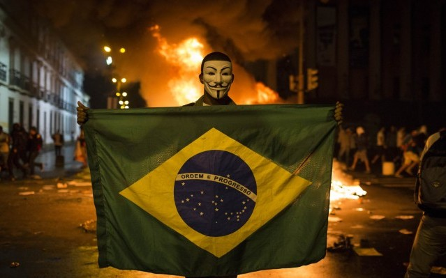 La derecha saca musculo en las calles de Brasil (por Luismi Uharte)
