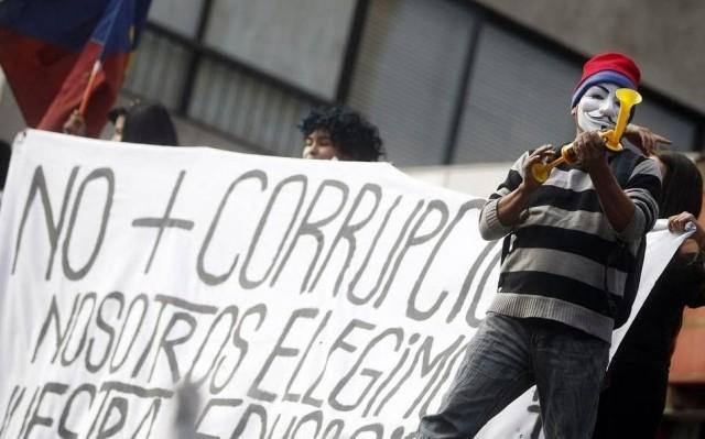 Chile al desnudo: corrupción elitista y movilización social (por Pedro Santander)