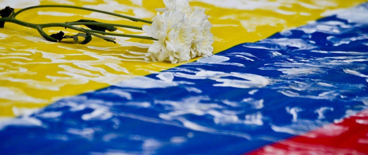 La Colombia negada, del posconflicto al recrudecimiento del paramilitarismo