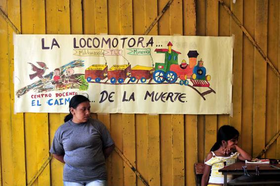 La odisea del acceso a la tierra entre mineras y grupos armados. Los casos de Colombia y Perú