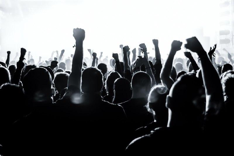 Jóvenes y elecciones: entre el desencanto, la crítica y la movilización