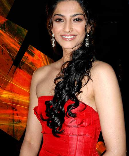 Sonam Kapoor Height and Weight 2013