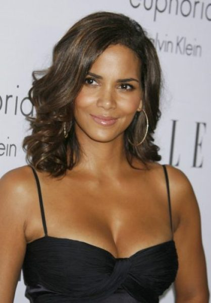 Halle Berry Bra Size, Wiki, Hot Images