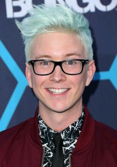 Tyler Oakley height and weight 2016