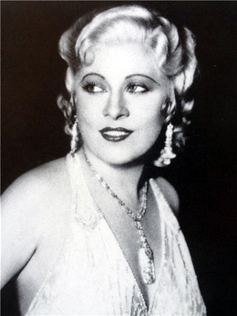 Mae West Measurements, Height, Weight, Bra Size, Age, Wiki