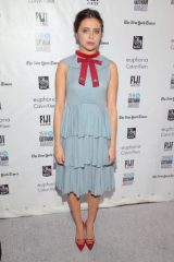 Bel Powley height and weight