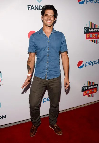 Tyler Posey Height, Weight, Age, Biceps Size, Body Stats