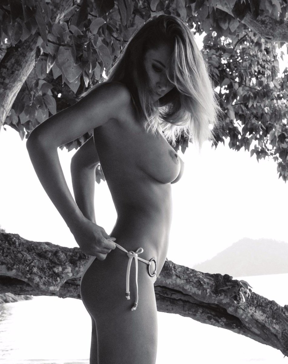 Genevieve Morton – Treats! Magazine Naked Photoshoot (Issue 12) (NSFW)