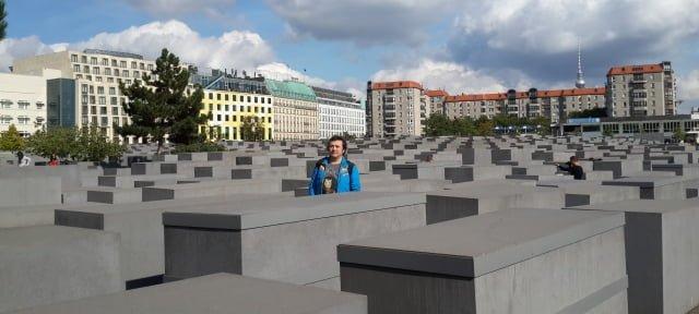 Almanya Yahudi soykırım anıtı