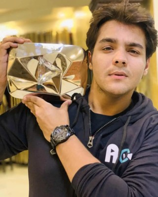Ashish Chanchlani WikiBiography, Interesting Facts, Girlfriend, Net Worth & More