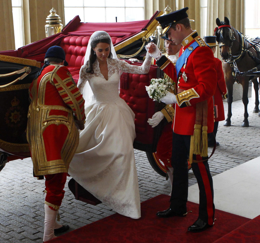 https://i1.wp.com/www.celebitchy.com/wp-content/uploads/2011/04/fp_7234649_barm_wedding_buckingham_56_79.jpg