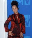 Alicia Keys: Il ` tutti noi sta combattendo le guerre: discriminazione sessuale, discriminazione generazionale, razzismo