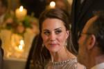Duchessa Kate indossa McQueen & lasina Packham per le ricezioni di Parigi