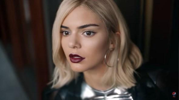 Pepsi ha tirato annuncio della sua protesta offensiva del ` & scusato a Kendall Jenner