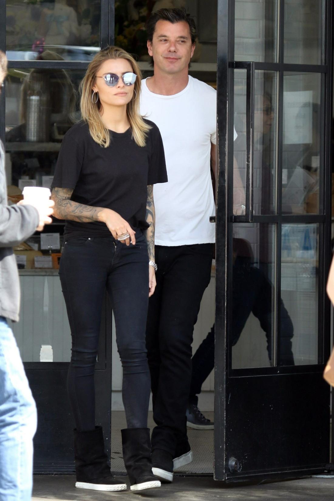 Gavin Rossdale e Sophia Thomalla fanno una passeggiata romantica dopo la colazione