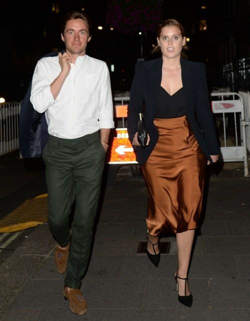 La principessa Beatrice ed Edoardo Mapelli Mozzi arrivano ad Annabels a Londra