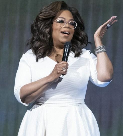 "Oprah Winfrey sul palco durante il suo tour ""Your Path Made Clear"""