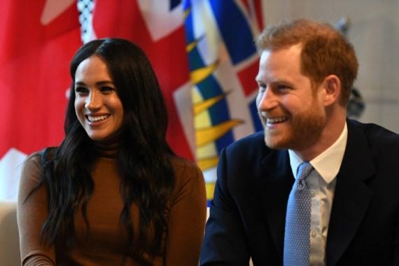 Il principe britannico Harry, duca di Sussex e Meghan, gesto della duchessa di Sussex durante la loro visita alla Canada House, grazie per la calorosa ospitalità e il sostegno canadesi che hanno ricevuto durante il loro recente soggiorno in Canada, a Londra il 7 gennaio 2020.