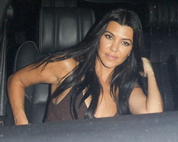 Kourtney Kardashian viene notato lasciando lo stesso evento di Exes Younes Benjima e Sabbat