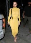 Kim Kardashian arriva al ristorante Carousel di Glendale per una cena in famiglia
