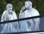 Kanye West partecipa a un evento in chiesa a Miami coperto di argento