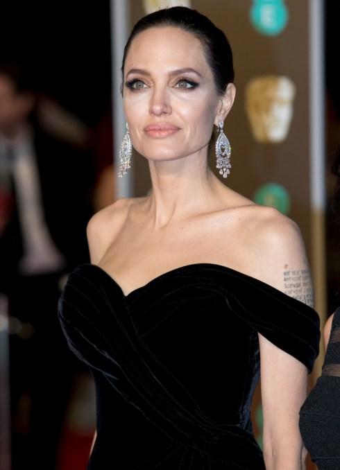Angelina Jolie arriva all'EE British Academy Film Awards, Bafta Awards, alla Royal Albert Hall di Londra, Inghilterra, Gran Bretagna, il 18 febbraio 2018. - NESSUN SERVIZIO DI FILO - Foto: Hubert Boesl / Hubert Boesl /