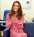 La britannica Catherine, duchessa di Cambridge, parla a persone in cerca di lavoro, al London Bridge Jobcentre, a Londra
