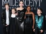 Shiloh Nouvel Jolie-Pitt, Vivienne Marcheline Jolie-Pitt, Angelina Jolie, Zahara Marley Jolie-Pitt e Knox Leon Jolie-Pitt arrivano alla prima mondiale di Maleficent: Mistress Of Evil della Disney tenutasi al Teatro El Capitan il 30 settembre, 2019 a Holl