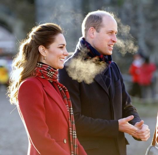 Il Duca e la Duchessa di Cambridge stanno visitando il Castello di Cardiff per incontrare l'univ locale