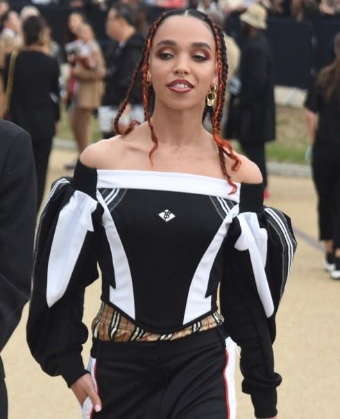 Le celebrità lasciano lo spettacolo Burberry London Fashion Week 2019!