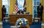 Biden firma un ordine esecutivo che consente a tutti gli americani qualificati di servire il proprio paese in uniforme