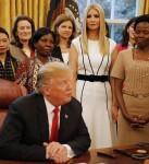 """Trump firma l'iniziativa """"Sviluppo globale e prosperità delle donne"""""""