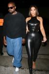 Kanye West e la moglie Kim Kardashian arrivano per una cena da Craig's