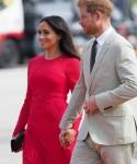 Un principe Harry spazzato dal vento e Mehgan Markole arrivano a Tonga