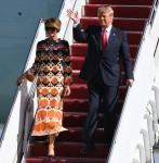 Il presidente Donald Trump e Melania Trump arrivano con Airforce One all'aeroporto internazionale di Palm Beach